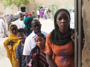 Électeurs devant le bureau de vote – Image RFI