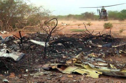 Article : Vol AH 5017 : des soldats français arrivent sur la zone du crash, aucun survivant.
